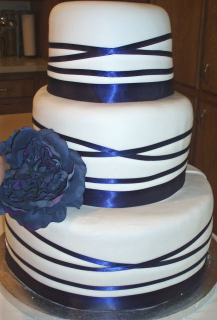 wedding cake with blue ribbon visions of sugar plums and wedding cakes mandy and 26829