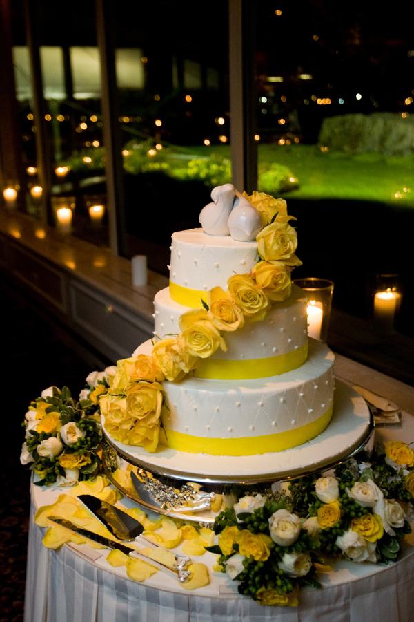 Snuggle\'s blog: A beautiful rich blue wedding cake set over four ...
