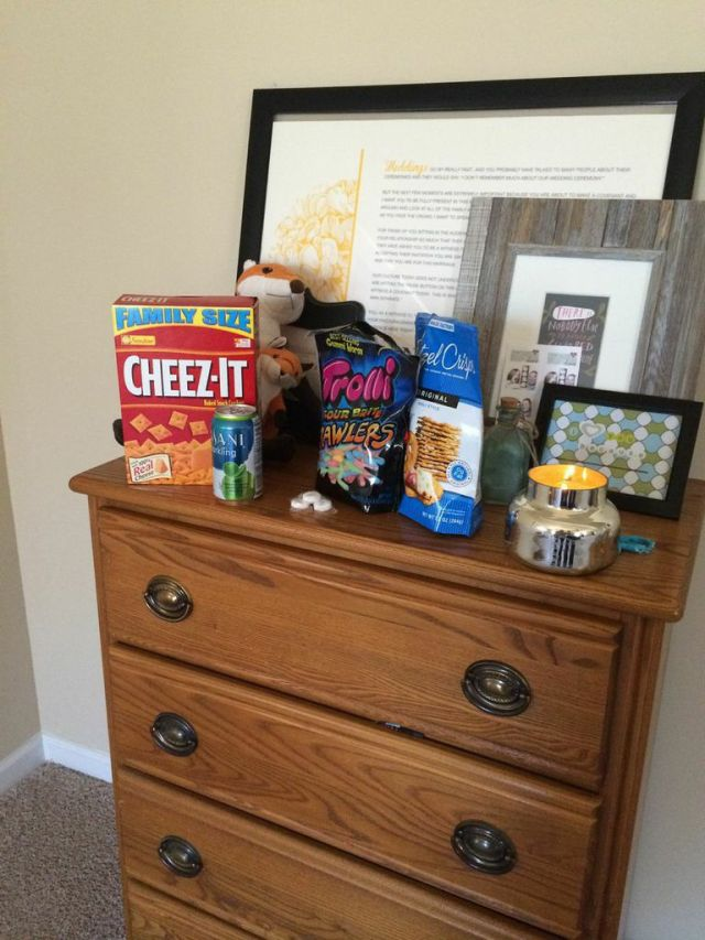 Snack station for baby fox